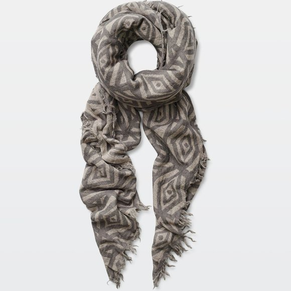 Aritzia Accessories - ✨ NWOT Wilfred Pop Art Blanket Scarf (Tan/Cream)